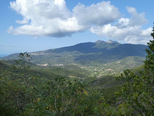 Blick auf den höchsten Berg von Elba: Monte Capanne mit 1017 müM