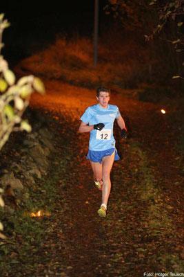 Triathlet Nicolas Krämer läuft auf den 3. Platz