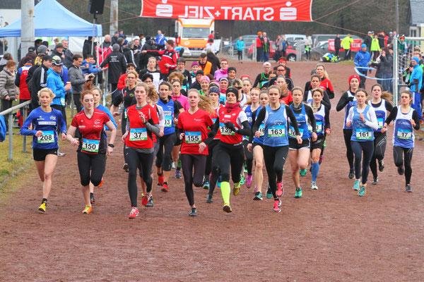 Start Mittelstrecke Frauen, Foto: Teusch