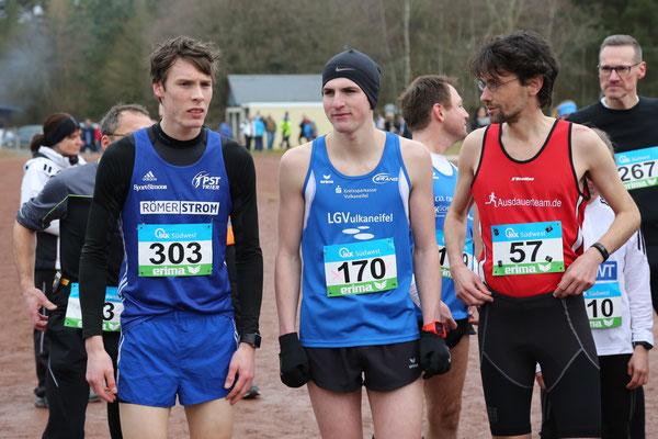Tim Dülfer (PST Trier), Nicolas Krämer und Thomas Koch (LG Bernkastel-Wittlich) vor dem Start, Foto: Teusch