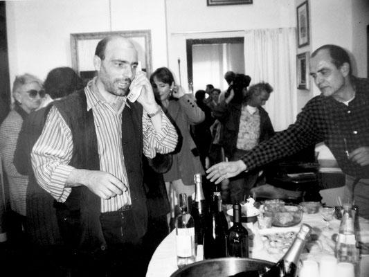 """1995 - Enzo Cursaro - Inaugurazione """"Pietre Pittoriche"""" ( in foto l'artista Davide Antolini) - Galleria Prisma di Verona."""
