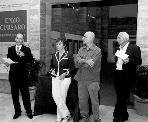 """2009 - Enzo Cursaro - Inaugurazione """"Assenza Presenza"""" Museo Archeologico di Paestum."""