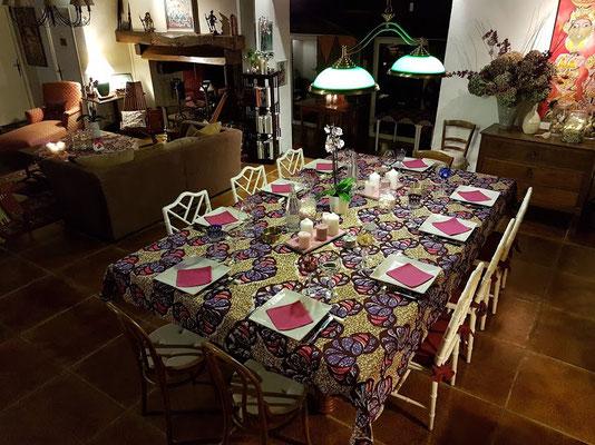 domaine de Millox, grande table mise en place dans le séjour