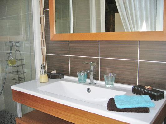 domaine de Millox, coté lavabo chambre Moutouchi
