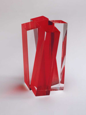 vierklang, 2000, acrylglas, roter körper, 15x15x22