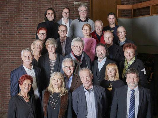 Gruppenaufnahme Preisträgerinnen und Preisträger mit Regierungsrat Roland Heim.