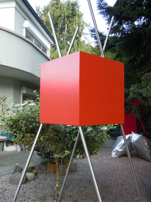 roter kubus, 2011, polyester, 56x56x287