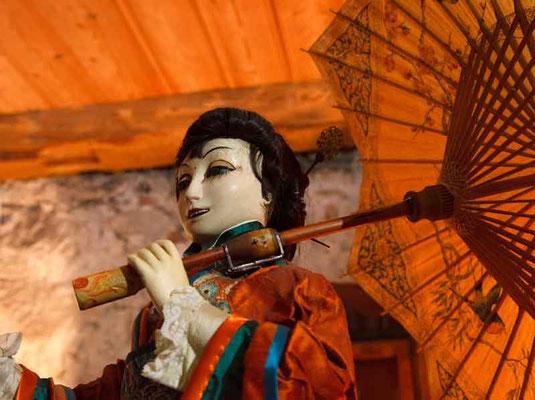 Japanerin mit Ombrella und Maske: Gustave Vichy, Paris.