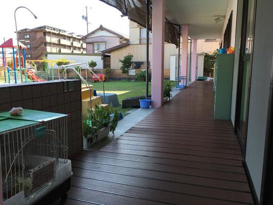 幼児園舎4・5歳児室前外廊下