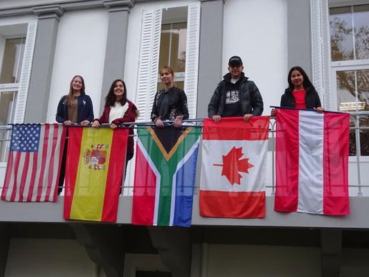 étudiants et drapeaux
