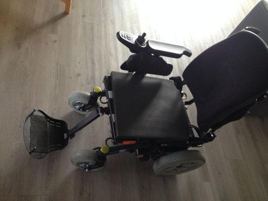 """fauteuil """"version normale"""" avec repose-pieds utrilisables"""
