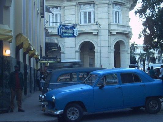 Vieille caisse à  La Havane (Cuba)