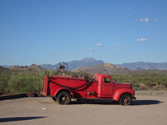 Vieille caisse à Goldfield Ghost Town (AZ)