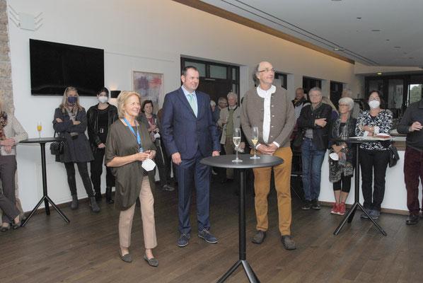 Von links nach rechts: Brigitte Siebeneichler, 1. Bürgermeister Christian Köck, Günter Unbescheid