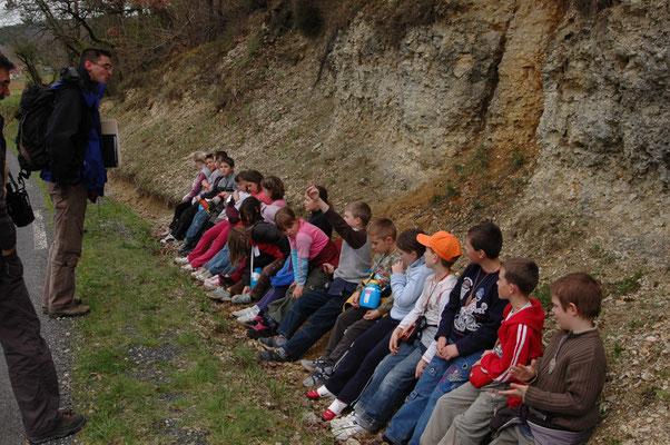 Découverte des strates géologiques pour un groupe hebergé au centre d'acccueil