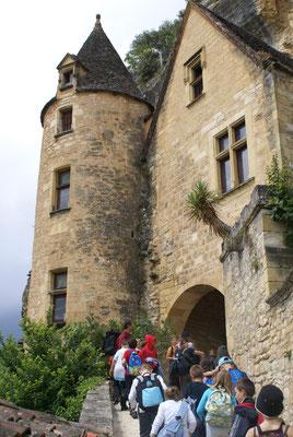 Visite d'un château avec un groupe scolaire