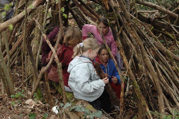 Scolaires en activité pédagogique découverte des abris