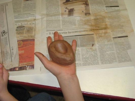 Activité poterie pour une classe verte