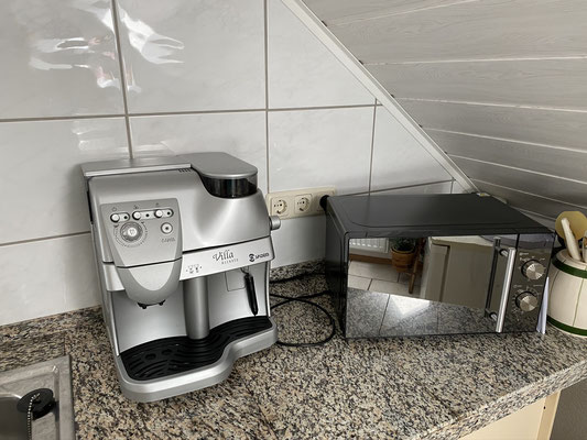 Kaffeevollautomat (auf Wunsch Kaffeemaschine)