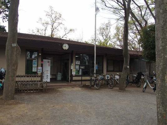 夢見ヶ崎動物公園 管理棟