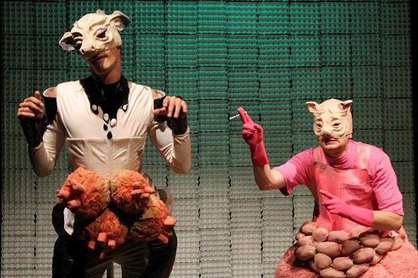 on stage: Tutto fa brodo, I Becchi