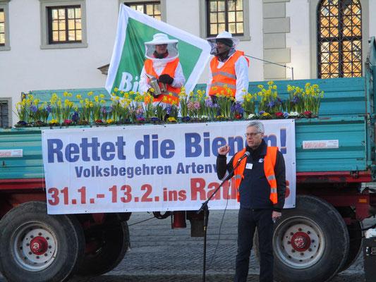 Kundgebung auf dem Rathausplatz