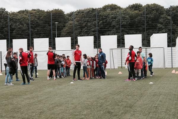 Fußball-Training für die Flüchtlingskinder