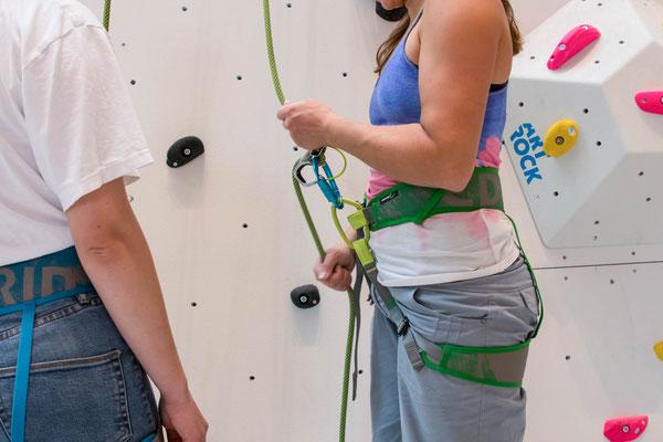 Die Kletter-Profis von der Nordwandhalle sorgten für die nötige Sicherheit