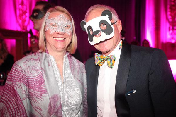 Prof. Dr. Sabine Schulze (Direktorin des Museums für Kunst und Gewerbe) mit ihrem Ehemann