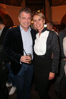 Dr. Holger Liekefett mit Valérie Huck