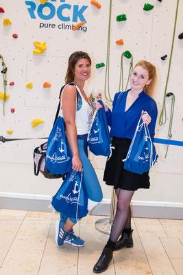 Leeni und Lena freuten sich über ihre Goodie Bags