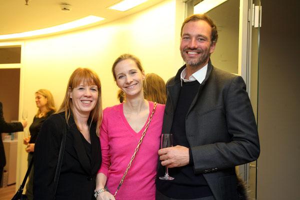 Visagistin Claudia Wegener-Bracht mit PR-Lady Nina Deutschmann und Fotograf David Maupilé