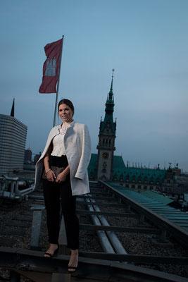 Jacqueline beim Rooftop-Shooting