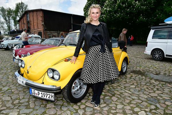 Auch Designerin Ella Deck punktet in ihrem Outfit
