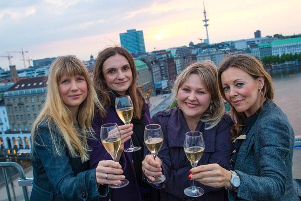 Gewinnerin Nicole mit ihren Freundinnen Iris, Kathleen und Katarzyna (v.l.n.r.)