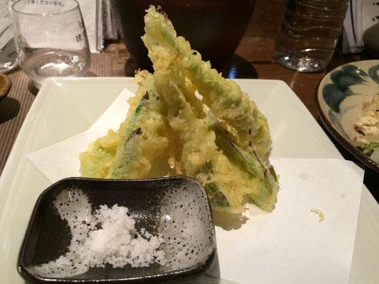 ドラゴンフルーツの蕾の天ぷら」