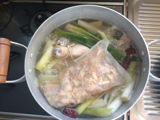 韓国出身の美人嫁が???材料持参で作ってくれる「参鶏湯」本場仕込みはおいしい