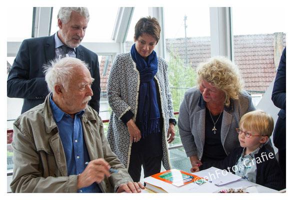 Sonja Faber, OB Otmar Heirich, Brigitte Kuder-Bross, Künstler Janosch