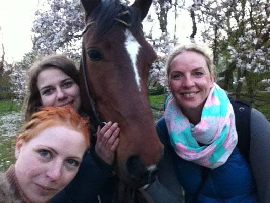 Magnolienshooting mit Fred, Nora und Melina in Düsseldorf - Foto: Selfie von Nora