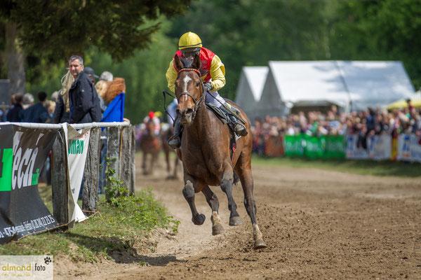 Koffi Lady mit Stefanie Hofer, Rennbahn Sonsbeck, Siegerin im 5.Rennen