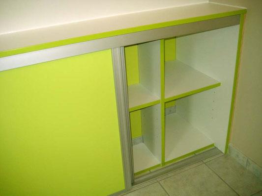 L'Atelier Marquis - aménagement de salle de bain - placard en soupente vert anis