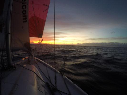 Passatsegeln in Richtung Sonnenuntergang