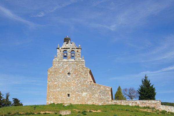 Kirche bei der Einfahrt nach Ayllon...