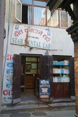 Auch Zahnprobleme werden in Kathmandu gelöst...