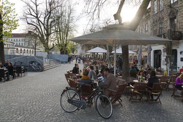 Strassencafé reiht sich an Strassencafé...