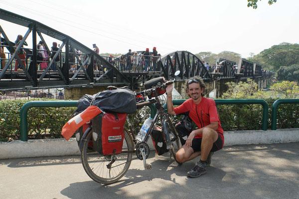 Passpartu und Kirtap an der Brücke am Kwai...