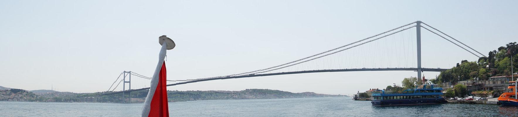 Erste Brücke über den Bosphorus, wenn man von Istanbul aus in Richtung Black See fährt...