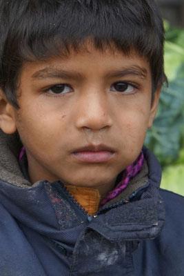 Der Junge des Gemüshändlers vor der Lodge in Noney - ein cleveres Kerlchen, der Schweizerdeutsch fast akzentfrei nachgesprochen hat...