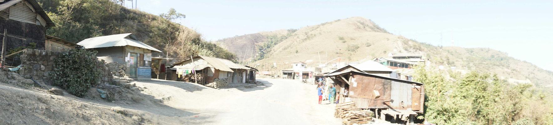 Ein typisches Dorf auf unserer Fahrt durch Manipur..