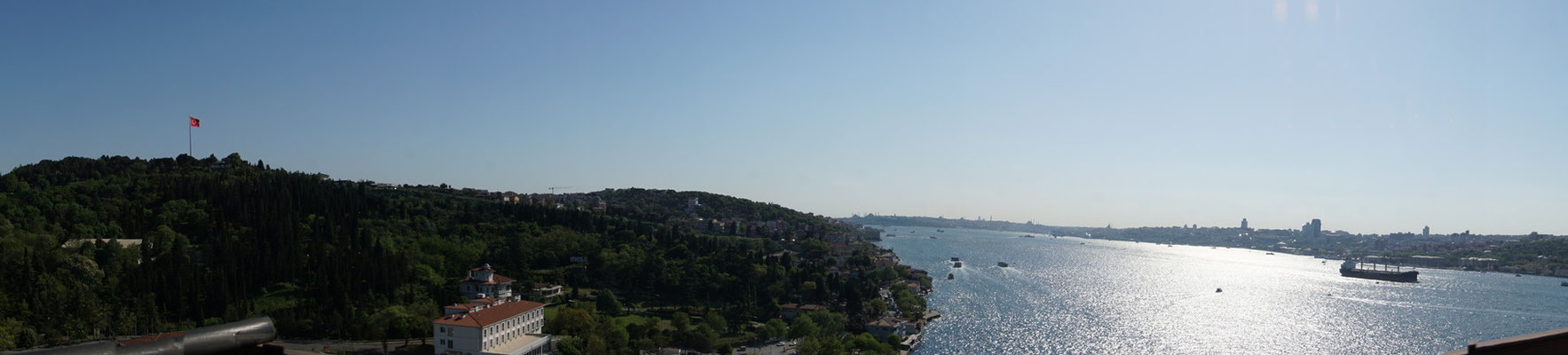 Panaroma des Bosphorus... - links Asien - rechts Europa...